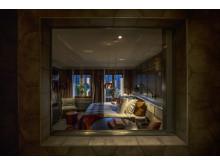 Badrumsfönster på HUUS Hotel, Gstaad, designat av Stylt Trampoli