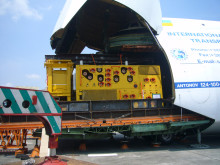 Precision job: a subsea tree being loaded