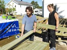 Pirre och Mackan bygger altan med AB Karl hedin trallvirke