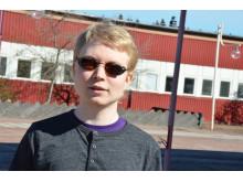 Foto: Daniel Innala Ahlmark, presenterar lasernavigatorn för synskadade i sin doktorsavhandling vid Luleå tekniska universitet.