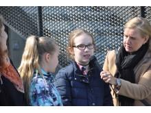 Rektor och elever Sigfridsborgsskolan välkomnar kretsloppscentralen