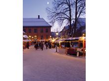 Stimmung vom Weihnachtsmarkt im Osloer Norsk Folkemuseum draußen