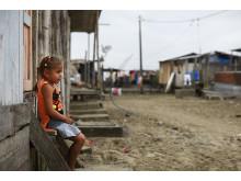Hvert tiende barn i verden er uten eller risikerer å miste stabil omsorg fra voksne. Foto: Jens Honore
