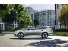 kia_optima_phev_my19_side_view_14383_85209