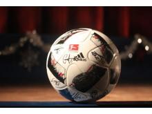 Kino Taucha versteigert signierten RB-Ball: Bärenherz erhält den Erlös