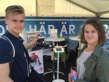 Två av de danska besökarna i Ålborg som var nyfikna på Skövde