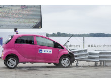 3° crash test: eccessiva fiducia nel pilota automatico – la collisione con l'attenuatore d'urto