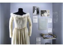 Brautkleid aus Fallschirm-Nylon im Zeitgeschichtlichen Forum Leipzig