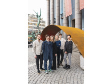 Varg Arkitekter framför Bifrost -  stående