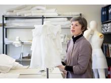 Anna Adrian, textilkonservator på Stadsmuseet.