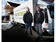 Børre Finsrud, til høyre, og kollega Frode Næss har en målsetting om at Isoenergi AS snart skal bli en riksdekkende løsullsentreprenør.