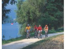 Biker entlang des Zihlkanals ©Schweiz Tourismus Christof Sonderegger
