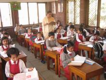 """""""Jeder, der die Klassen besucht merkt sofort, dass die Kinder viel mehr Spaß am Lernen haben als früher"""", sagt Projektleiter Kabir."""