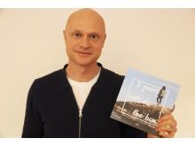 Fredrik Nordbladh från Film Stockholm med slutrapporten för RIBS-projektet. Foto: Film Stockholm
