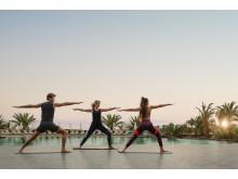 Yoga ved poolen