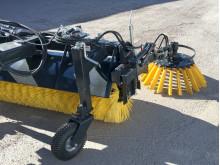 Sidoborsten på YSTA SV 160 och 180 går att fälla ner och upp hydrauliskt.
