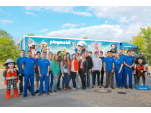 Die neuen PLAYMOBIL-Auszubildenden beim Besuch der Produktionsstätte in Dietenhofen.
