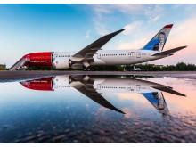 Avión en espejo