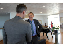 Erhvervsministeren hilser på koncerndirektør i Forenede Carsten Clement