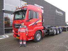 Niels Rasmussen er klar til at løse selv de tungeste opgaver med container-transport