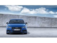 Audi A4 Limousine (ascariblå) statisk forfra
