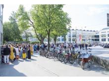 Kön till modevisningen ringlade sig lång, från Borås Kongress hela vägen till Textile Fashion Center
