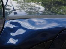 Plåtskada på bildörr