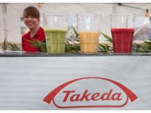 Takedas Auszubildende mit eigenem Stand beim Stadtfest in Singen / Smoothies