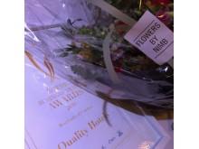 Bild: Blommor och diplom