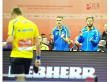 Mattias Karlsson vinner till applåder av Anton Källberg (tv) och Jon Persson (th)