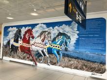 Shai Dahans väggmålning finns till beskådande på Göteborg Landvetter Airport. Foto Malin Levin
