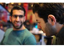 Nasser Lazem, författare, t v och Nassar Alhanoun, konstnär, th