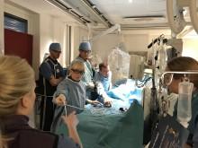 Teamet på PCI-lab, där kranskärlsvidgning med samtidig hjälp av en hjärtpump sker.