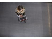 Kvinne med HP EliteBook