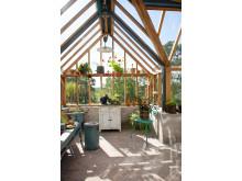 Inredning i växthuset för samvaro och trivsel