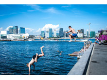 Vom Containerhafen zum umweltfreundlichen Stadtteil hat sich Sørenga am Oslofjord gewandelt –Sommerspaß im Hafenbad.