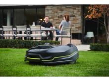 RYOBIn uusi ROBOYAGI-robottiruohonleikkuri helpottaa nurmikon-leikkuuta puutarhan  kaltevuudesta ja koosta riippumatta!