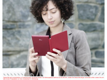 Reader PRS-T3 von Sony_Rot_Lifestyle_02