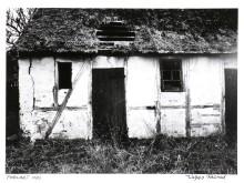 """Viggo Rivad: Fotografi fra serien """"Forladt Hus"""". Betitlet og signeret. Vurdering: 2.000-4.000 kr."""
