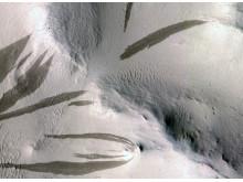 Strimmor på Mars- tecken på ytterligare vattenaktivitet
