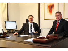 Bezirksapostel Rainer Storck (l.) und Bezirksapostel i.R. Armin Brinkmann