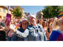Anna og Klara i Pride Paraden