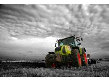 Performer på traktor