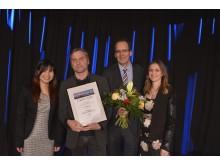 Den dritten Platz in der Kategorie Unternehmen erhält die Baumwollspinnerei.  Michael Ludwig (2.v.l.) (Pressesprecher der Baumwollspinnerei und Geschäftsführer der Luru Kinos) nimmt den Preis entgegen.