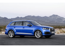 Q7 right side static