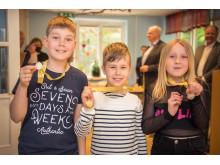 Ragnar, Leo och Maj från Pilgrimsskolan i Aspudden är tre av vinnarna av Lilla Säkerhetspriset 2017 som delas ut av MTR Nordic (Foto: Viktor Fremling)