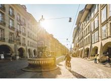 Bern Altstadt: Mit dem Velo durch die Kramgasse in Bern