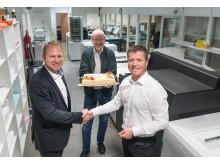 Jon Ingar Mæland og Ivar Krågeland fra Canon leverer også velsmakende kaker ved de rette anledninger.