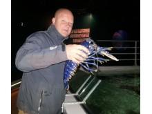 Henrik Stranne med vacker blå hummerhona