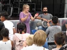 Malin Hilding och Omar Mofleh med publik under Trumattack!